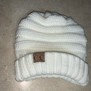 C.C beanie white - never worn